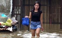 Video khổ sở cuộc sống giữa rốn ngập TP.HCM