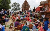 Dâng lễ Katê, người Chăm cầu mong sức khỏe, mưa thuận gió hòa