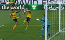 Arsenal đá bại Burnley bởi bàn thắng gây tranh cãi