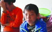 Rơi nước mắt với cậu bé một mình vượt 800km trị ung thư