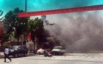 Taxi nổ tung tại Cẩm Phả, 2 người chết