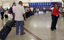 Hãng bay bị kiện vì... cân hành khách