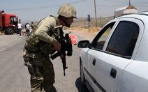 Xe tải chở thuốc nổ lao vào trại lính giết 18 người