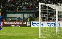 Thủ thành Venezuela mắc sai lầm ngớ ngẩn trong trận thua Brazil