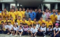 Tuyển VN xúc động khi thăm Làng trẻ em SOS Gò Vấp