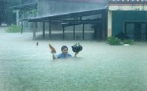 Quảng Bình ngập trong mưa