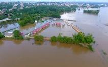 Xem clip flycam quay cảnh vùng lũ tại Quảng Trị