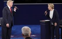 Bà Clinton trước búa rìu dư luận