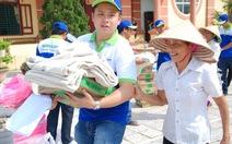 Vượt 1.200 km mang hàng cứu trợ đến với người dân vùng lũ