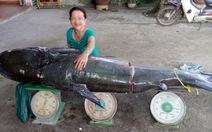 Bắt cá úc khủng nặng 130kg trên sông Sêrêpốk