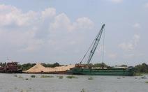 Càng khai thác cát, ĐBSCL càng sạt lở thêm