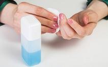 Bé 4 tuổi nhập viện vì uống nhầm nước rửa móng tay