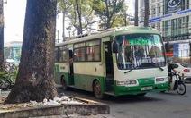 Sau va quẹt, tài xế xe buýt rút vật nhọn đâm người đi xe máy
