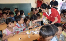 Báo Tuổi Trẻ tặng sách cho trẻ em vùng cao