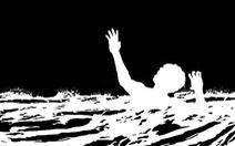 Trượt chân khi qua suối, hai mẹ con tử vong