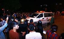 Cháy quán karaoke 13 người chết: Vô vọng tìm người thân trong đêm