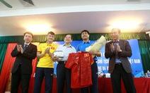 Nguyên chủ tịch nước Nguyễn Minh Triết thăm đội tuyển VN