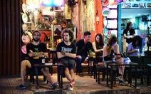 Cấm quán bar mở cửa quá 12g đêm:du khách nói gì?