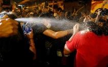 Người biểu tình chống Trung Quốc đụng độ cảnh sát Hong Kong