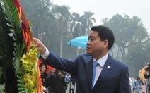 Chủ tịch Hà Nội Nguyễn Đức Chung dâng hoa tại tượng đài Lê Nin