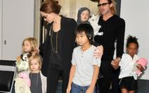 Angelina Jolie vẫn giữ quyền nuôi con một mình