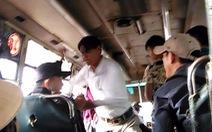 Clip giang hồ chửi, đánh hành khách trên xe buýt