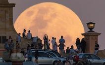 Cùng 'du lịch' với siêu trăng qua các danh thắng thế giới