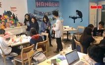 Xem clip triển lãm 'Hanaemi' tái thể hiện thế giới tuổi thơ