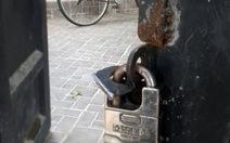 Két sắt chứa tài sản cầm đồ bị mất giữa ban ngày