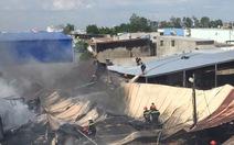 Xưởng nón bảo hiểm ở xã Vĩnh Lộc B cháy lớn