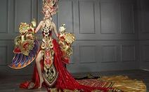 Bạn trẻ tranh luận về 'quốc phục' 45kg của siêu mẫu Việt