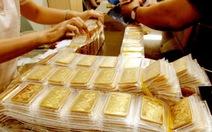 Giá vàng rơi về gần ngưỡng 1.200 USD/ounce