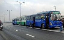 Ba xe buýt húc nhau tại cầu Rạch Chiếc, khách hoảng loạn