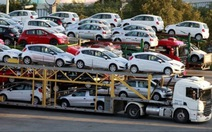 Giá xe hơi nhập khẩu trung bình chỉ còn 200 triệu đồng