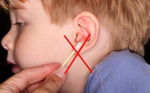 Ráy tai cho bé thế nào?