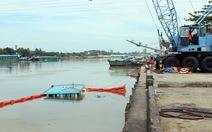 Tàu tự hành 500 tấn chìm khi nhận hàng, 6 người thoát nạn