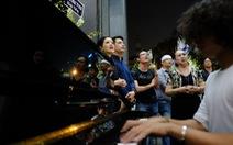Tiếng piano thánh thót đêm Sài Gòn tiễn đưa NSƯT Quang Lý