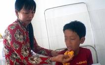 Ăn củ nần, một học sinh lớp 3 bị ngộ độc