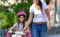 Vợ cũ Tom Cruise làm đạo diễn phim về mẹ đơn thân