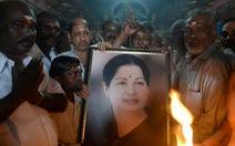 """""""Người đàn bà thép"""" qua đời, Ấn Độlo bùng nổ bạo lực"""