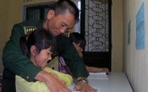 Lính biên phòng nuôi trẻ mồ côi