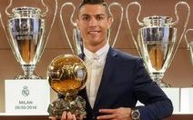 Ronaldo tri ân đồng đội sau khi đoạt Quả bóng vàng