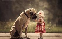 Ảnh bé và chó cưng cực kỳ đáng yêu