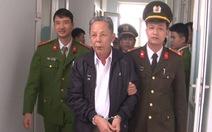 Bắt tạm giam nguyên chủ tịch và cán bộ địa chính xã