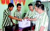 Phạm nhân góp tiền gửi đến đồng bào vùng lũ