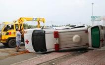 Lật xe cứu thương, bệnh nhân chết tại chỗ