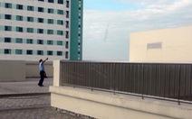 Rơi từ tầng 10 bệnh viện, cụ ông 74 tuổi chết tại chỗ