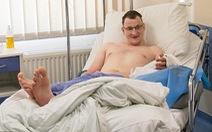 Người khuyết tật đầu tiên thế giới được ghép bàn tay