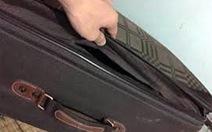 """Bắt giữ hành khách """"cầm nhầm"""" vali ở sân bay"""