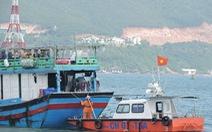 Cứu nạn thành công 12 thuyền viên tàu cá gặp nạn ngoài biển